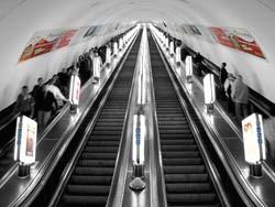 Реклама на эскалаторных сводах в метро Киева   Рекламное агентство 777 2adb3953ed9